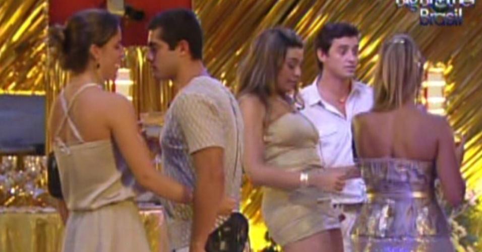 Brothers dançam na festa ouro que contou com a participação do DJ João Brasil (18/2/12)