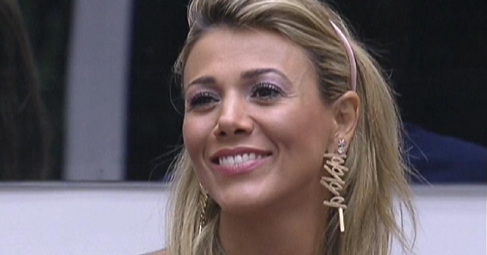 Fabiana é parabenizada por Bial por ter acertado todos os pontos na prova da comida (19/2/12)