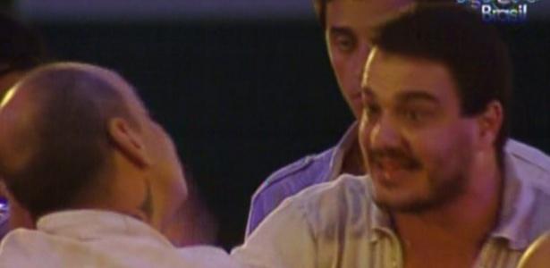 João Carvalho e Rafa discutem na pista de dança (18/2/12)
