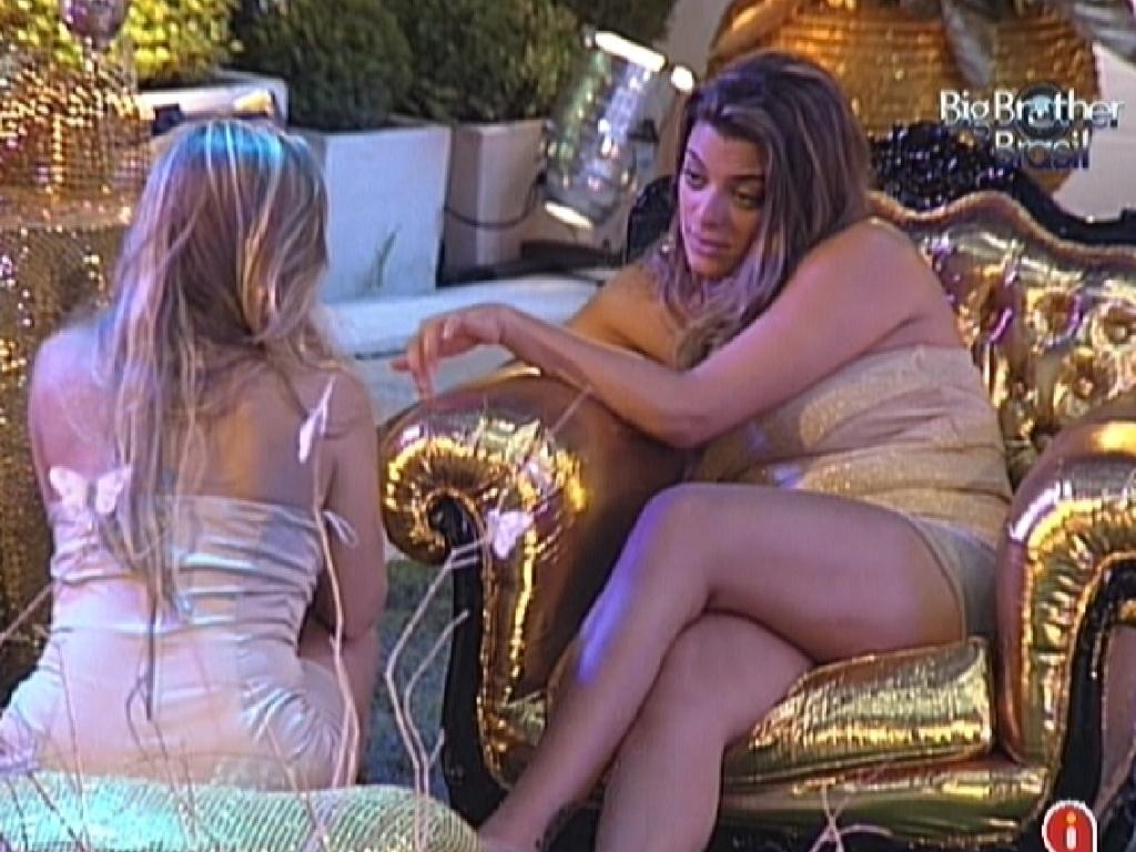 Renata e Monique são as últimas na festa Ouro (18/2/12)