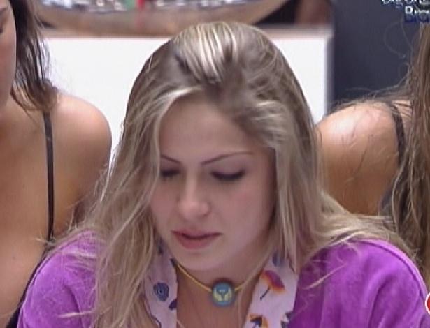 Renata se emociona com carta da família (19/2/12)