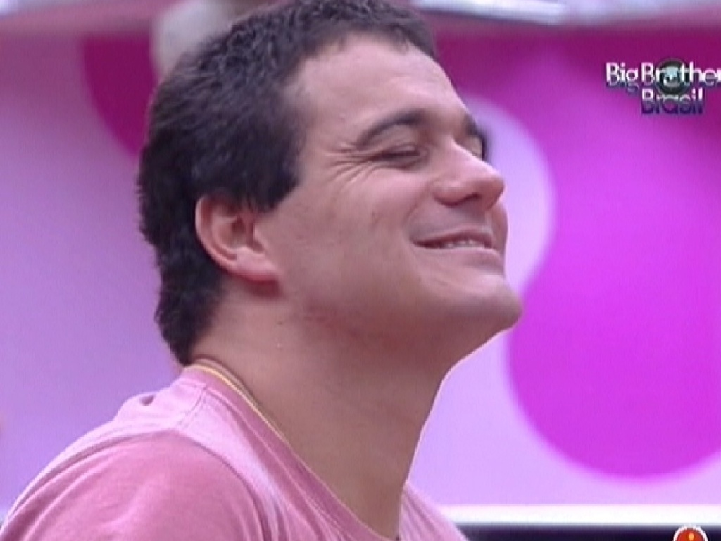 Rafa exibe novo visual sem barba (20/2/12)