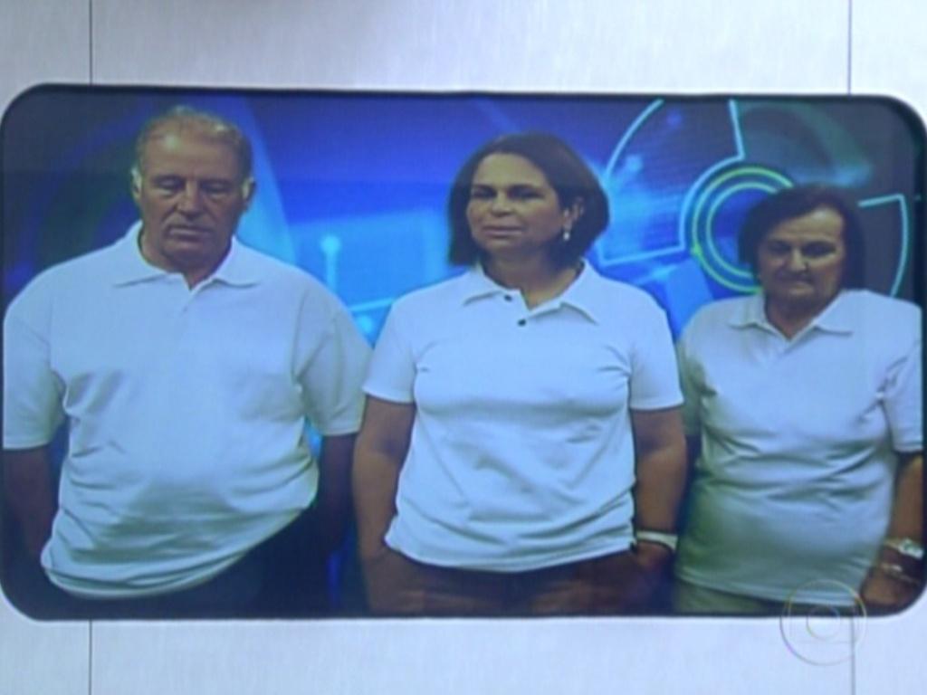 Família de Laisa também aparece no telão (21/2/12)