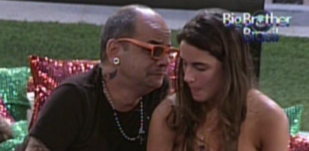 João Carvalho desabafa com Laisa (21/2/12)