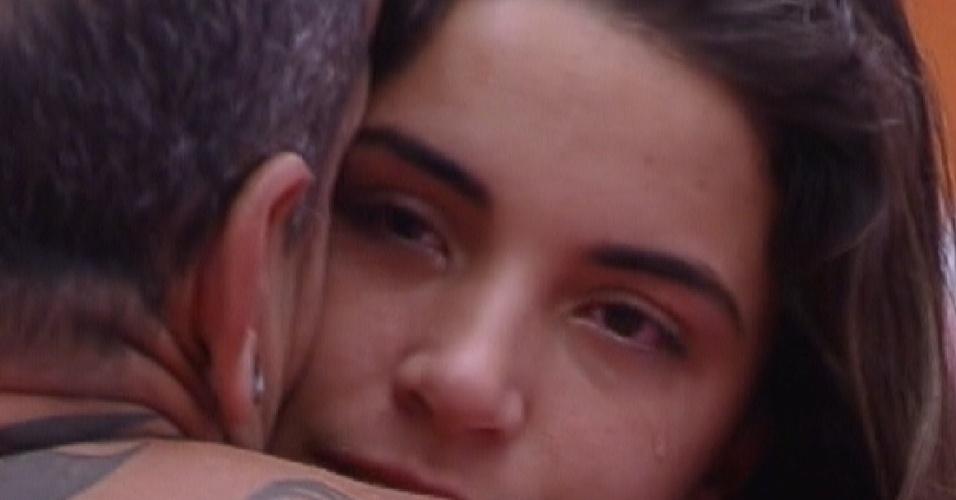 Laisa chora ao fazer as pazes com João Carvalho (21/2/12)