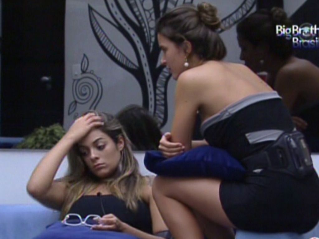 Monique comeu o doce que causou a briga entre Rafa e Jonas (21/2/12)