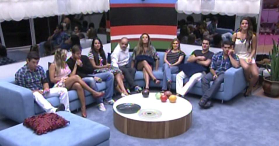 Pedro Bial saúda os participantes ao vivo nesta terça-feira (21/2/12)