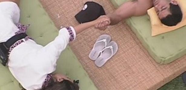 Yuri consola Laisa e pede para ela não ficar triste (21/2/12)