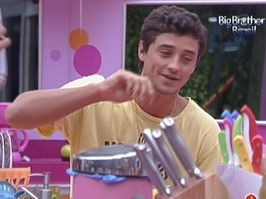 Fael conversa com Jonas na cozinha do confinamento (22/2/12)