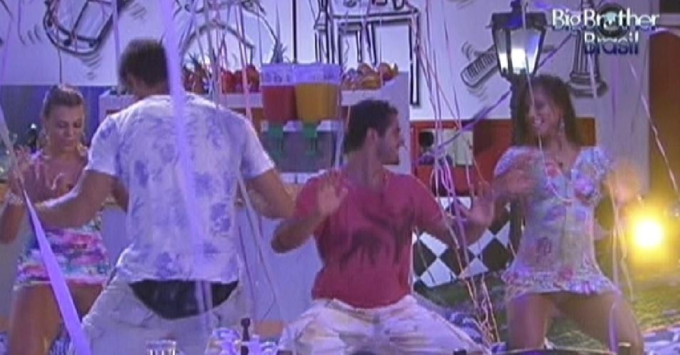Brothers dançam axé na festa Lapinha desta quarta-feira (22/2/12)