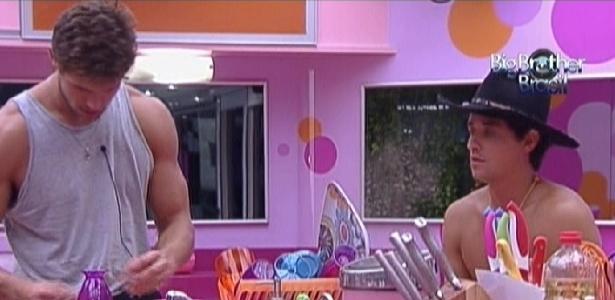 Jonas e Fael conversam na cozinha (23/2/12)