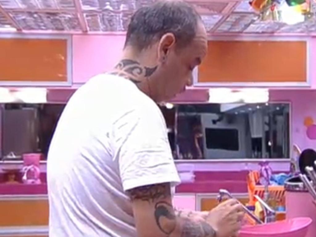 João Carvalho desperta e começa a preparar almoço (23/2/12)