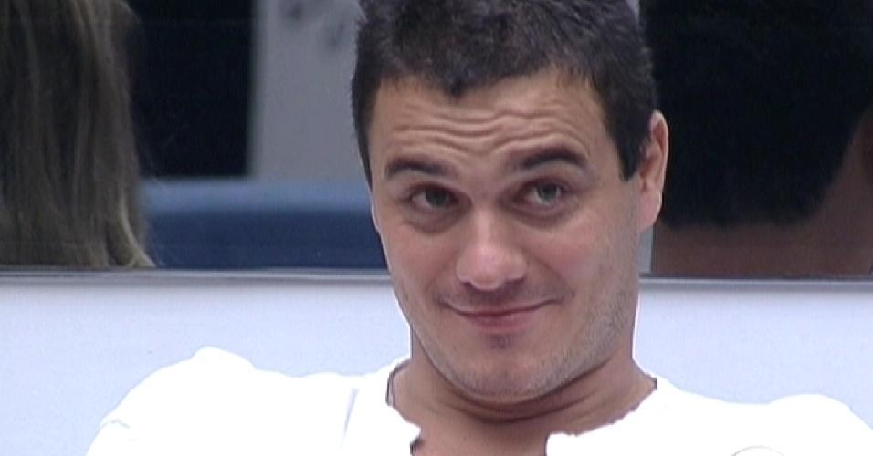 """Pedro Bial pergunta para Rafa """"O que sobrou da Selva?"""" (23/2/12)"""