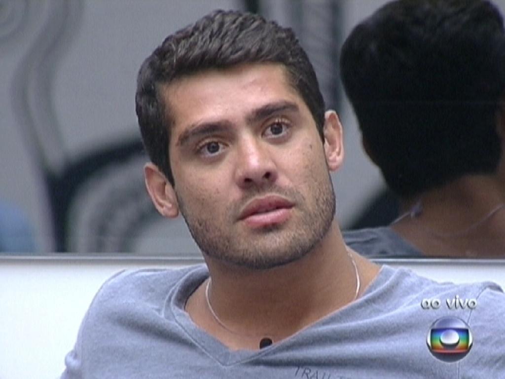 Yuri ouve Pedro Bial falando sobre a saída de Laisa (23/2/12)