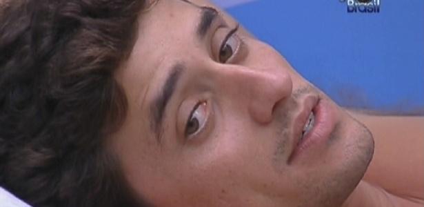 Fael conversa com Jonas no quarto Praia e diz achar que Fabiana pode colocar Renata no paredão (24/2/12)