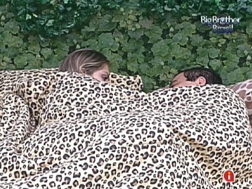 Renata e Rafa voltam a dormir na manhã desta sexta-feira (24/2/12)