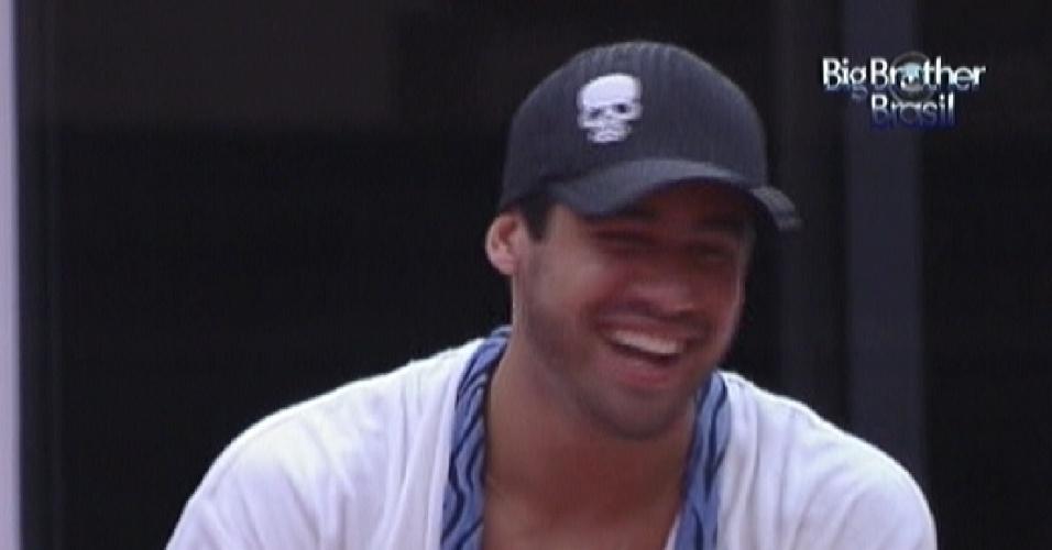 Yuri tira sarro da beleza de Jonas: