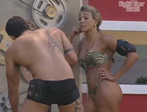 Fabiana pergunta para Yuri quem o anjo Rafa vai imunizar (25/2/12)