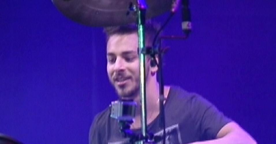 Júnior Lima faz show com sua banda de música eletrônica Dexterz no