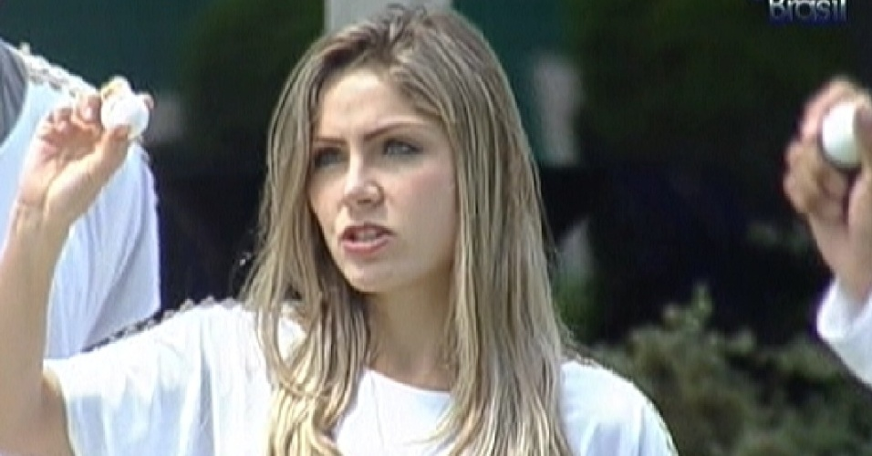 Renata tira bolinha para ordem da prova do anjo (25/2/12)