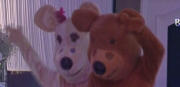 "Urso e Ursa animam festa do ""BBB12"" (25/2/12)"