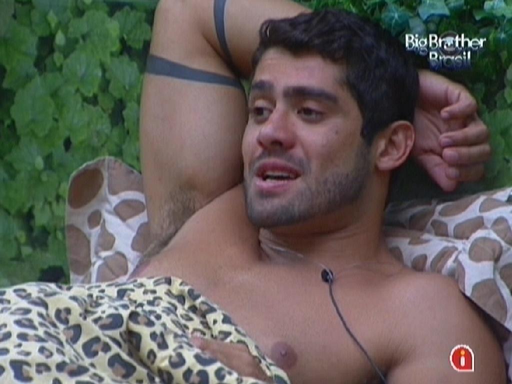 Yuri diz que quer influenciar voto de João Carvalho (25/2/12)