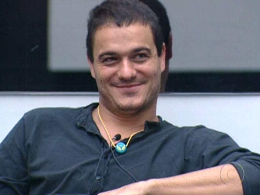Bial fala ao vivo com Rafa sobre colar do anjo (26/2/12)