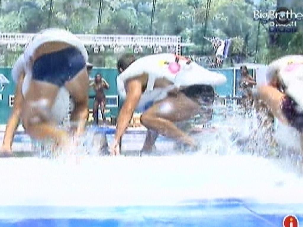 Jonas, Yuri e Fael pulam em tanque durante prova da comida (26/2/12)