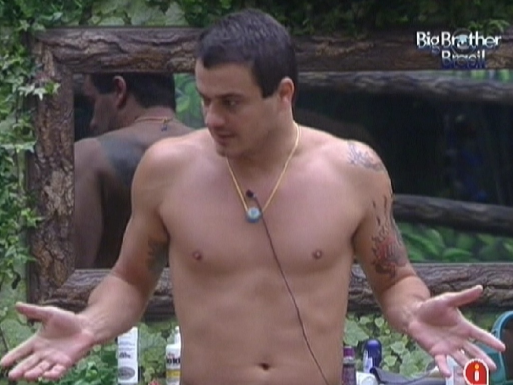 Rafa conversa com Monique e Renata no quarto Selva (26/2/12)