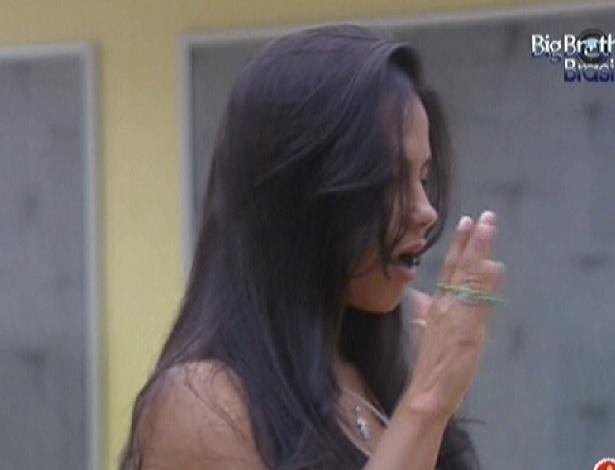 "Kelly dança ""Single Ladies"" ao acordar (27/2/12)"