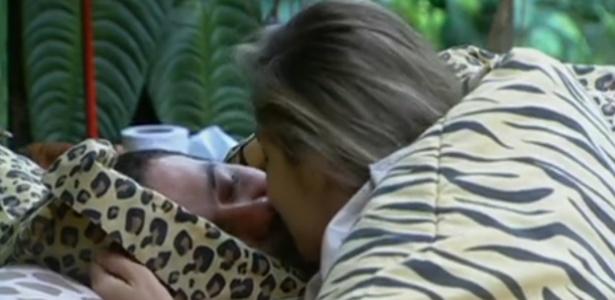 Renata beija Rafa e diz que o o brother não vai ter o que deseja (27/2/12)
