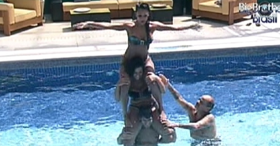 Brothers se divertem na piscina (28/2/12)