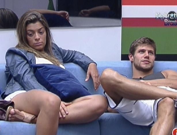 Monique e Jonas reclamam de Fabiana (28/2/12)