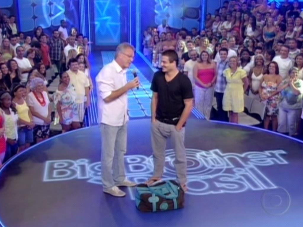 O apresentador Pedro Bial conta ao eliminado Rafa o seu alto índice de rejeição (28/2/12)