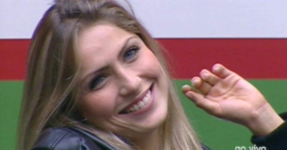 Pedro Bial pede para Renata dar um sorriso para ele  durante o programa desta terça-feira (28/2/12)