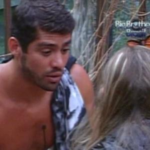 Yuri conversa com Renata no quarto Selva sobre a saída de Rafa (28/2/12)