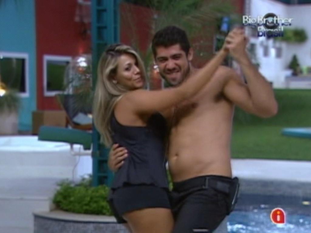 Fabiana e Yuri dançam ao som de sertanejo (28/2/12)