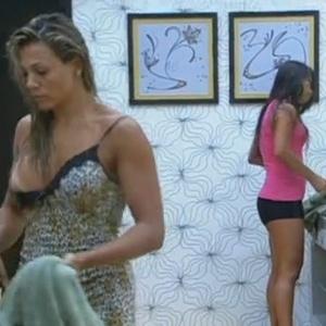 Fabiana se descuida enquanto se troca no quarto do líder (28/2/12)