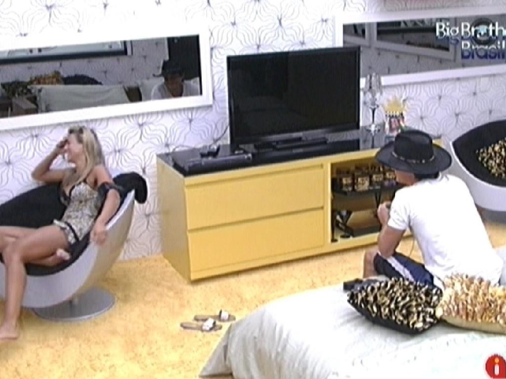 Fabiana e Fael conversam sozinhos no quarto do líder (1/3/12)