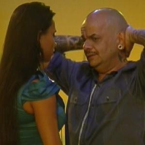 Kelly e João Carvalho conversam sobre Yuri na noite desta quarta-feira (29)