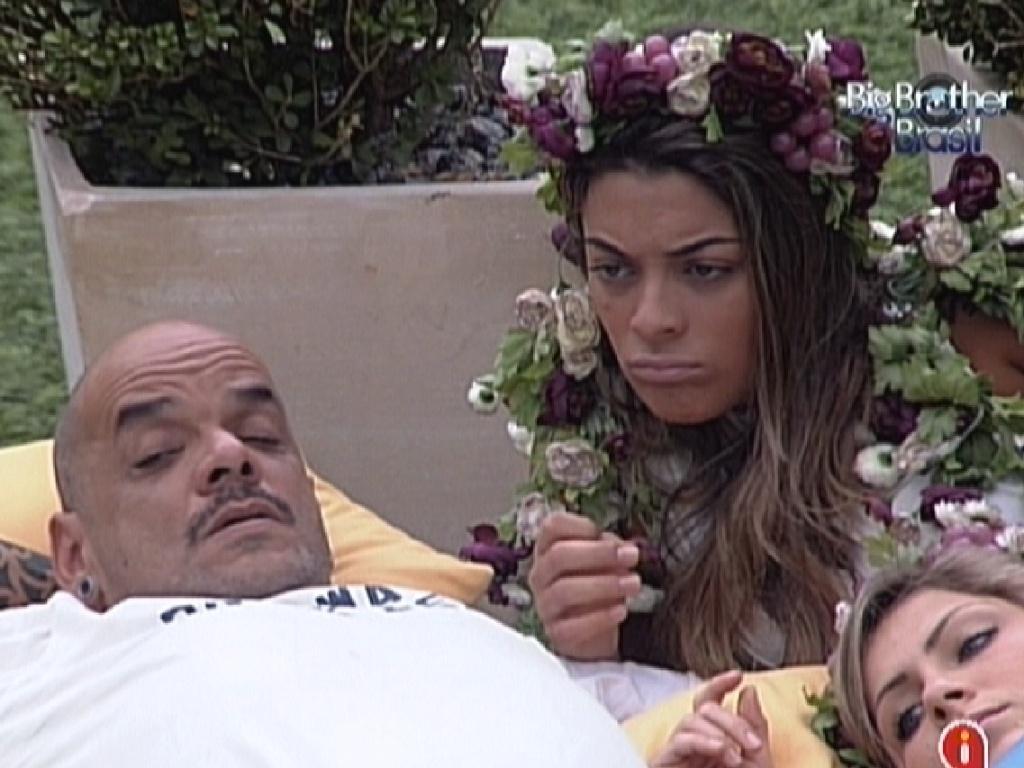 João Carvalho e Monique conversam sobre a formação do próximo paredão (3/3/12)