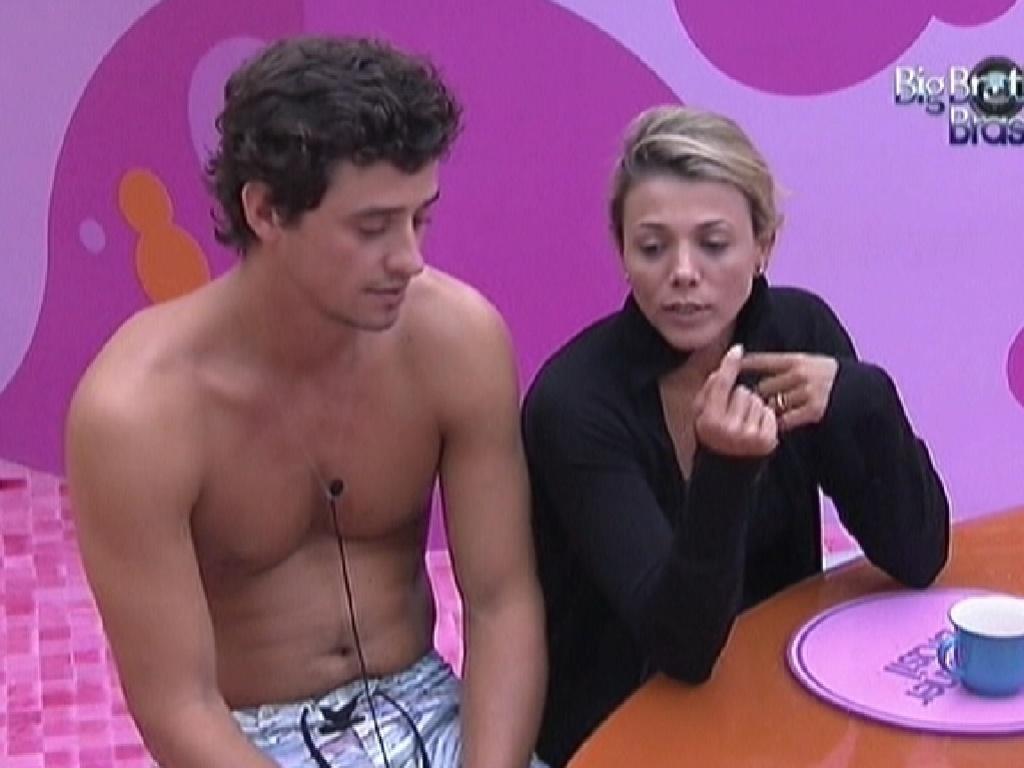 Fael e Fabiana conversam na cozinha (4/3/12)