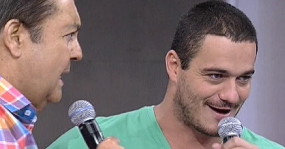 Faustão entrevista o ex-BBB Rafa no programa deste domingo (4/3/12)