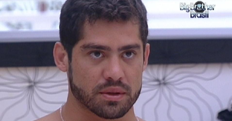 Yuri explica para Renata e Monique porque vai votar em João Carvalho no paredão deste domingo (4/3/12)