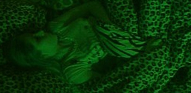 Renata dorme sozinha na Selva (5/3/12)