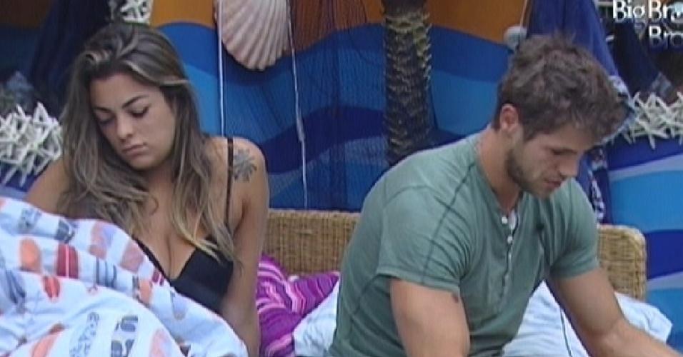 Monique e Jonas acordam juntos no quarto Praia (6/3/12)