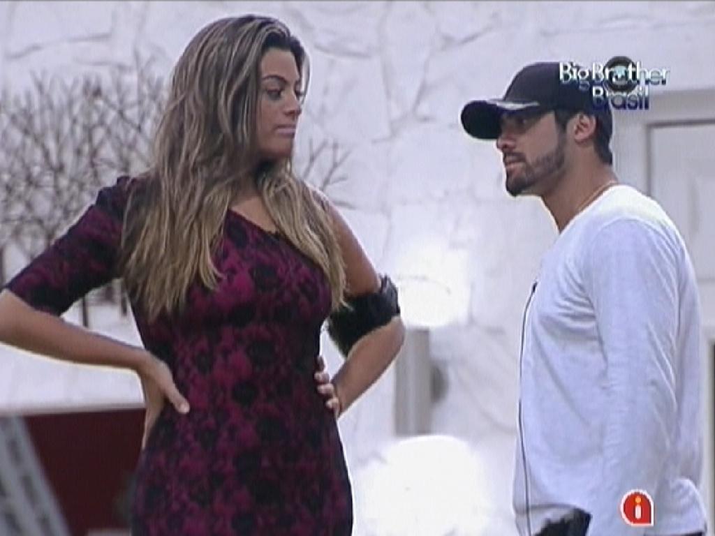 Monique e Yuri prometem ficar unidos caso Renata seja eliminada no paredão desta terça-feira (6/3/12)