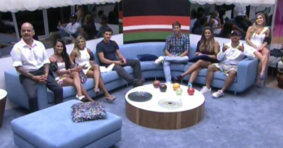 """Participantes se reúnem para a oitava eliminação do """"BBB12"""" (6/3/12)"""