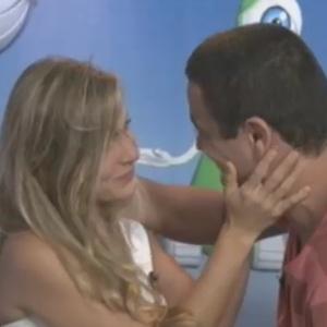 """Renata e Rafa se reencontram após eliminação da sister do """"BBB12"""" (7/3/12)"""