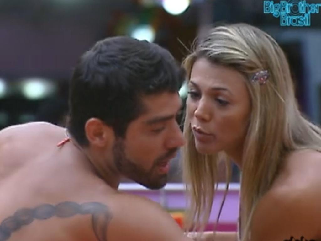Yuri explica para Fabiana sua briga com Jonas (7/3/12)